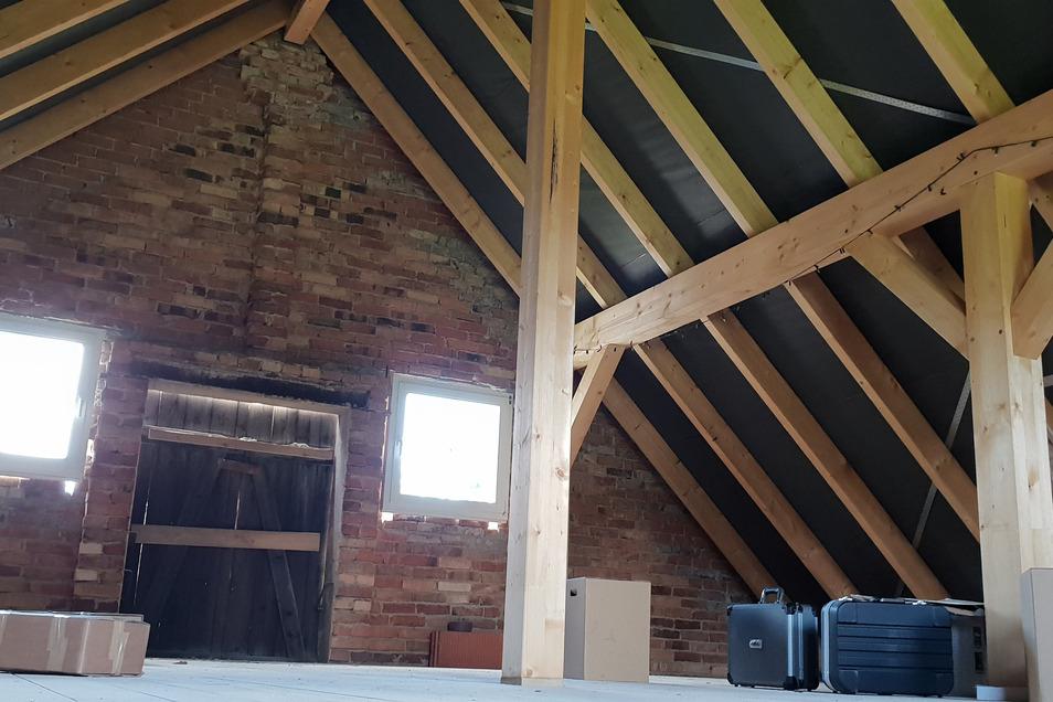 Dachboden und Dach der Scheune sind bereits neu.