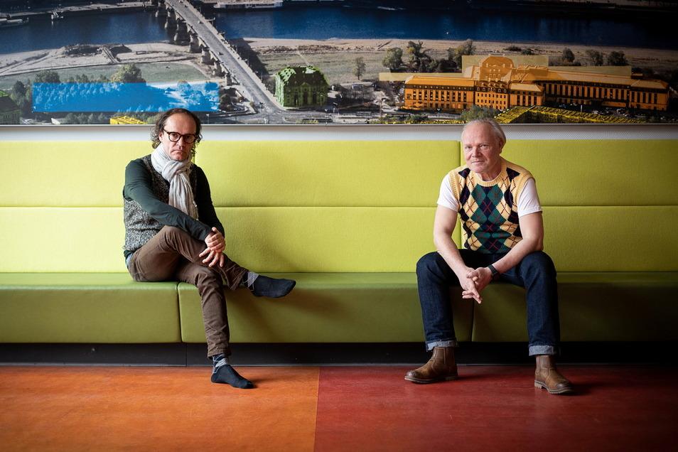 Olaf Schubert (l.) entspannt vorm Interview mit Andy Dallmann.