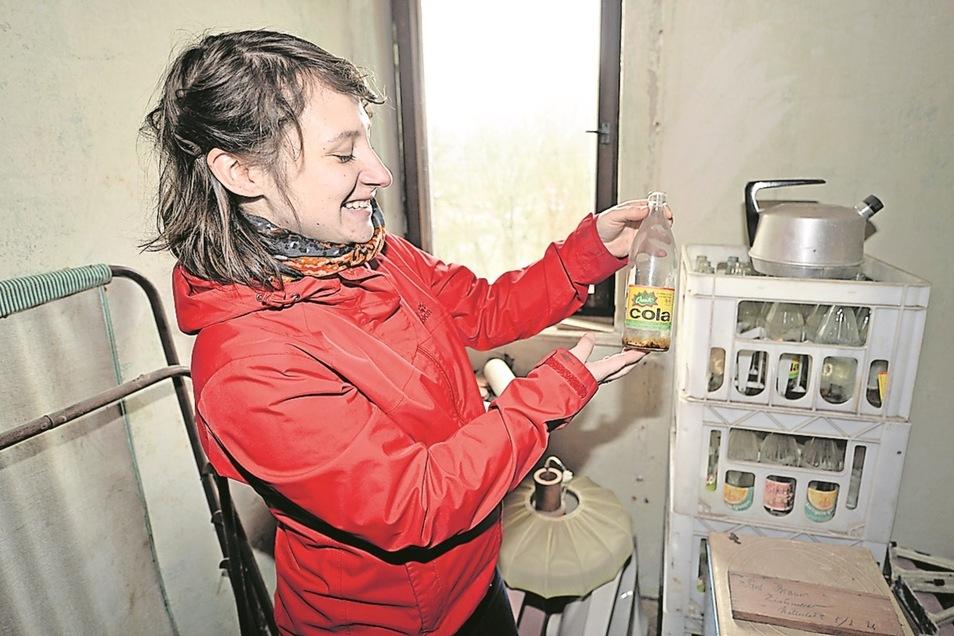 Beim Entrümpeln stieß Irina Krupper auf Cola- und Margon-Flaschen aus DDR-Zeiten.