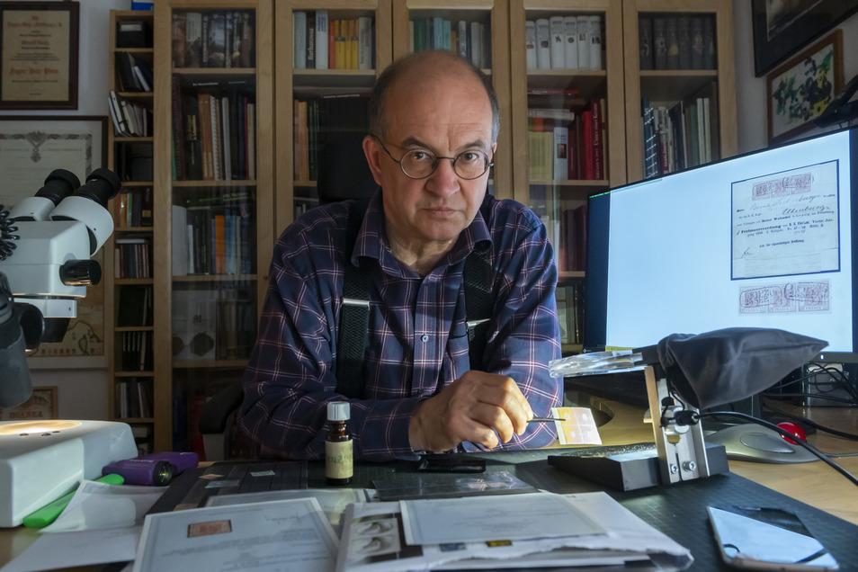 Arnold Vaatz ist Mitglied des Deutschen Bundestages und vereidigter Briefmarkenprüfer.