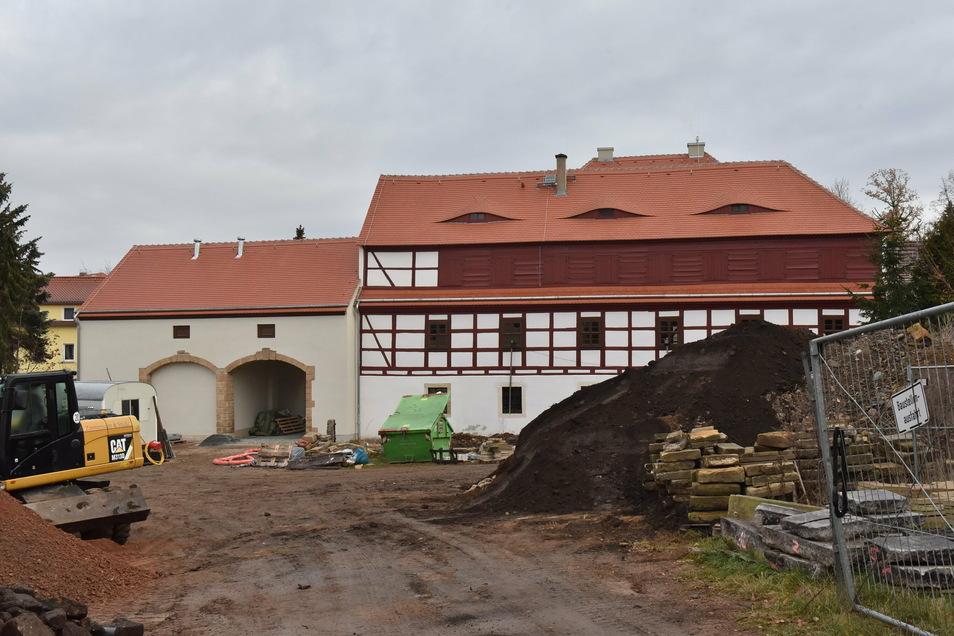 Dass hier noch gebaut wird, sieht man an der Rückseite des Museums noch deutlicher.