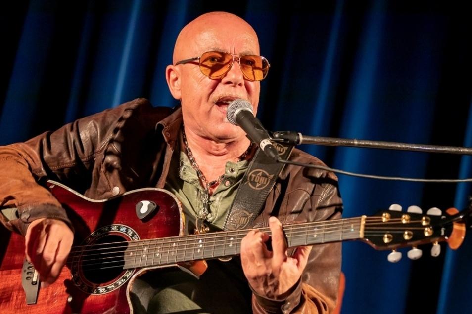 Die Rocklegende Toni Krahl kommt nach Glashütte und gibt eine musikalische Lesung in der Sankt- Wolfgang-Kirche.