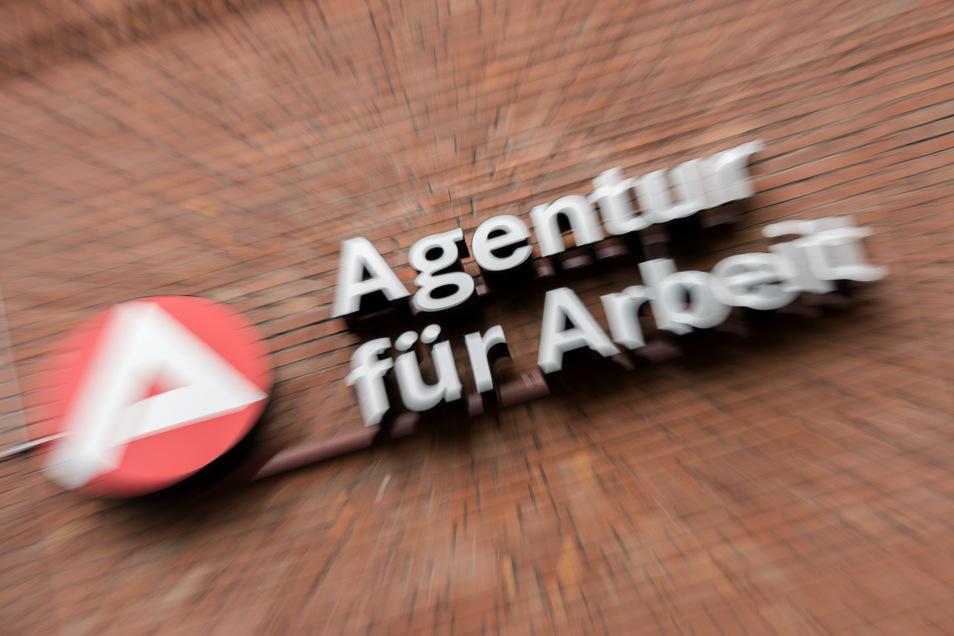 Mehr Arbeitslose, mehr Kurzarbeit und weniger freie Stellen meldet die Arbeitsagentur für die Oberlausitz.
