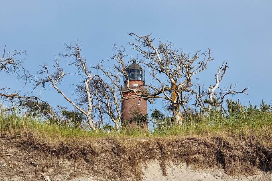 Weist Schiffen seit 1849 den Weg: der Leuchtturm am Darßer Ort. Gesteuert wird er heute automatisch von Warnemünde.
