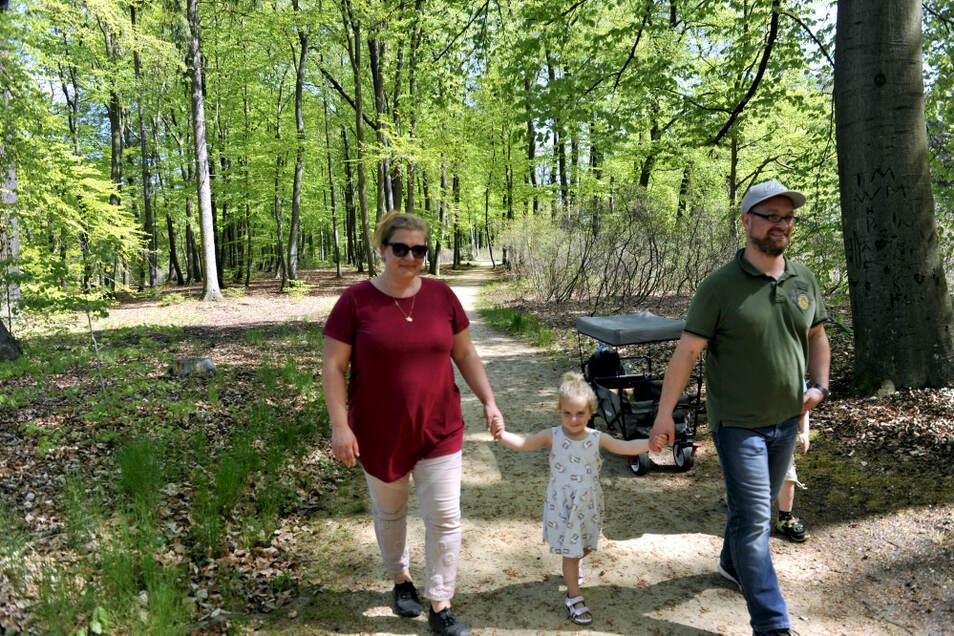 Familie Sander aus Koblenz hat bei strahlendem Sonnenschein und Hochsommertemperaturen den Kromlauer Park erkundet. Leider blieb ihnen noch mancher Blick verborgen.