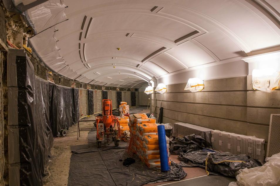 Das ist das Rundfoyer vor dem Champagnerzimmer während der Sanierung im Oktober. Mittlerweile sind die Arbeiten dort weitgehend abgeschlossen.