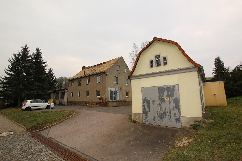 Für das Grundstück Hauptstraße 16 in Niederstriegis hatten sich zwei Interessenten gemeldet. Die Stadträte haben es an den Meistbietenden verkauft.