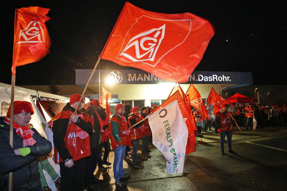 Vor genau einem Jahr streikten Mitglieder der IG Metall am Rohrwerk in Zeithain für sechs Prozent mehr Lohn und 1.800 Euro Urlaubsgeld.