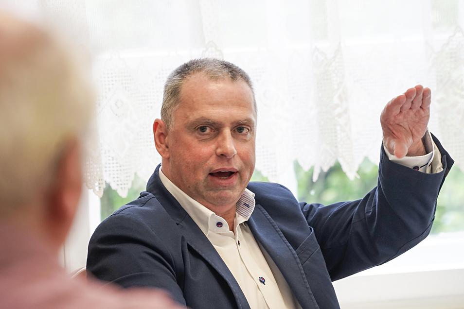 Für das Husarenhof-Areal hat sich Jörg Säurich von der Projektgesellschaft Säurich und Sassenscheidt einiges vorgenommen. Beim CDU-Stammtisch am Donnerstag sprach er über neue Verkaufsflächen – und von der Brandruine.