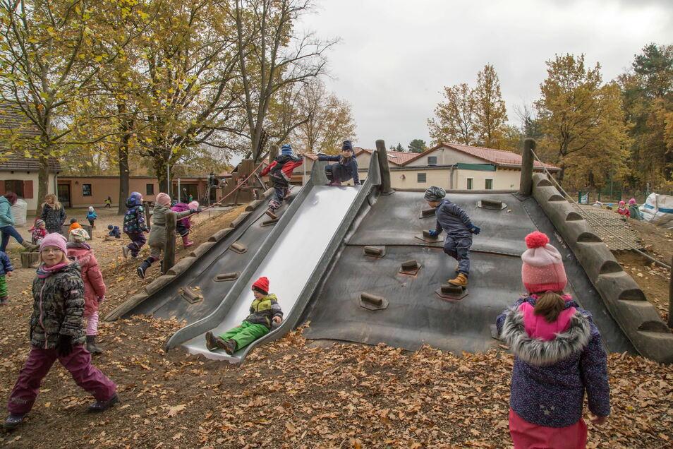 Die Kinder der Rothenburger Kita Sonnenhügel müssen sich noch etwas länger auf ihren neuen Spielplatz gedulden.
