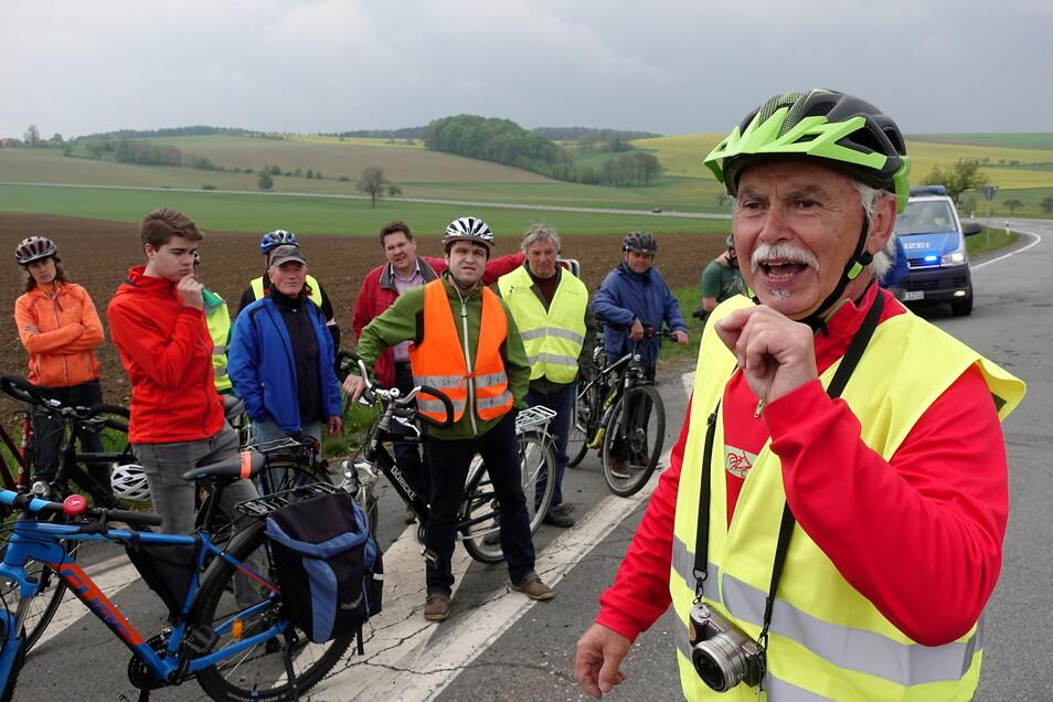 Helmar Nestroy aus Stürza bei einer Protestveranstaltung für den Radwegbau an S 163 bei Hohnstein.