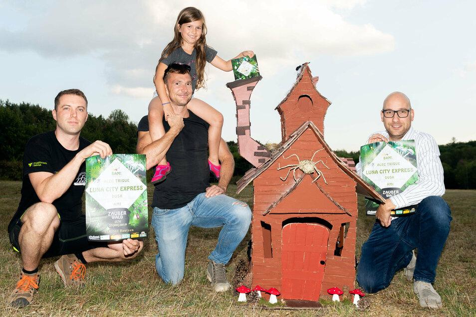 Am letzten Jahr fand das Firletanz-Festival - hier Hendrik Naumann, Sandro Ehrke und Michael Jacob (v.l.) vom Organisatoren-Team am Bautzener Stausee unter dem Motto Zauberwald statt. Dieses Jahr läuft alles etwas anders.