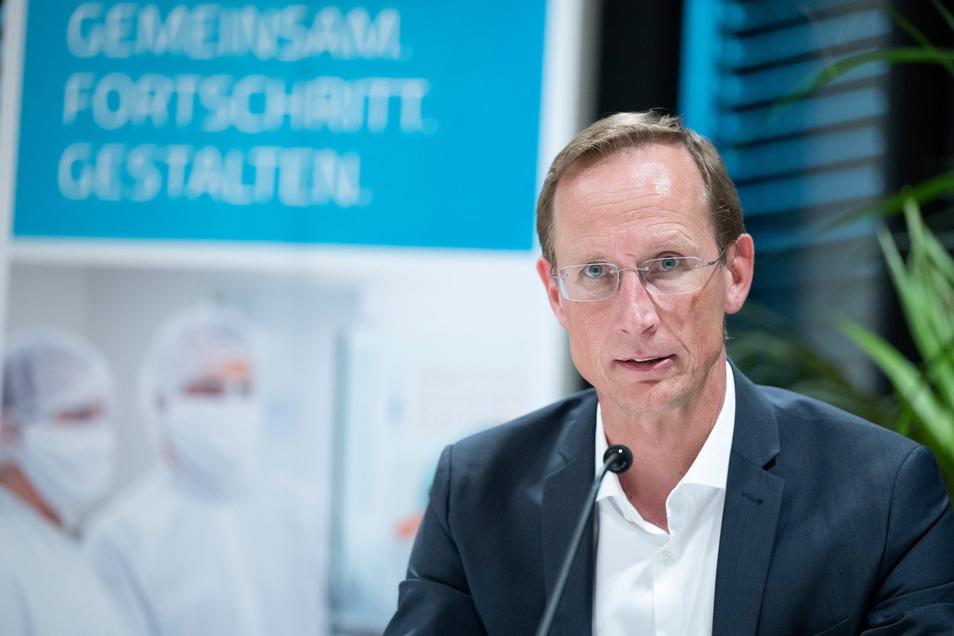 Franz-Werner Haas, Vorstandsvorsitzender von Curevac, geht davon aus, dass die Europäische Arzneimittel-Agentur EMA seinen Impfstoff trotz geringer Wirksamkeit zulassen wird.
