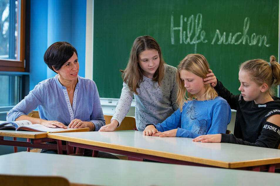 Sei nicht traurig! Vivien, Helena und Lucy lernen am Johanneum in Hoyerswerda. Die christliche Schule leistet sich mit Silvia Scheibe einen Schülercoach. Sie zeigt den Kindern, wie sie mit ihren Sorgen umgehen können.