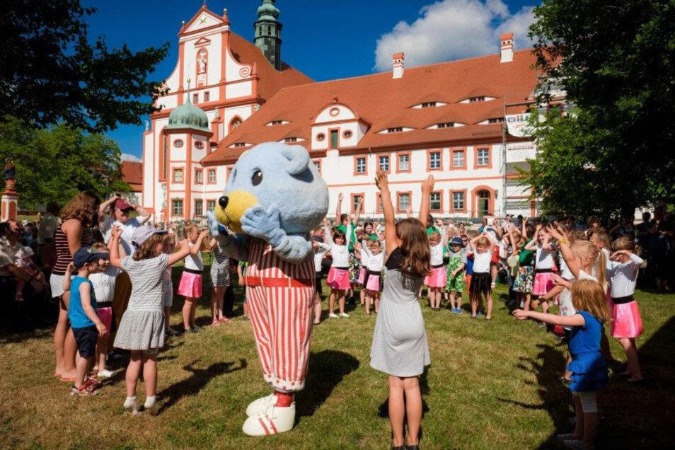 So fröhlich feierten die Gäste in den vergangenen Jahren beim Kloster- und Familienfest des Landkreises Bautzen in Panschwitz-Kuckau. Dieses Jahr ist das nicht möglich.