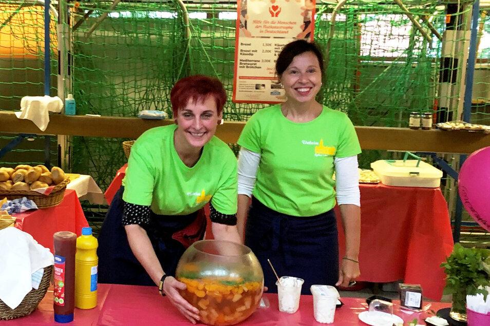 Kerstin Tanneberger (links) und Birgit Bensch (rechts) organisierten gemeinsam die Spenden-Aktion, die vom Hochwasser Betroffenen in Bad Neuenahr helfen soll.