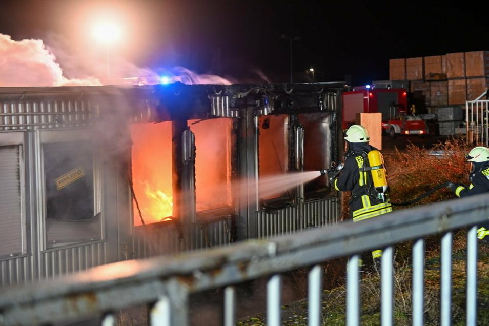 Beim Baustoffhandel in Niedercunnersdorf hat es in der Nacht zum Montag gebrannt.