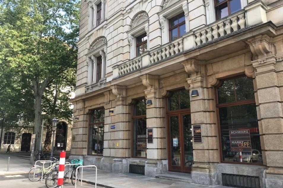 Das Dresdner Schwarzmarktcafé bleibt zu. Die Corona-Krise hat der Bäcker-Kette Eisold, der das Café gehört, schwer zu schaffen gemacht.