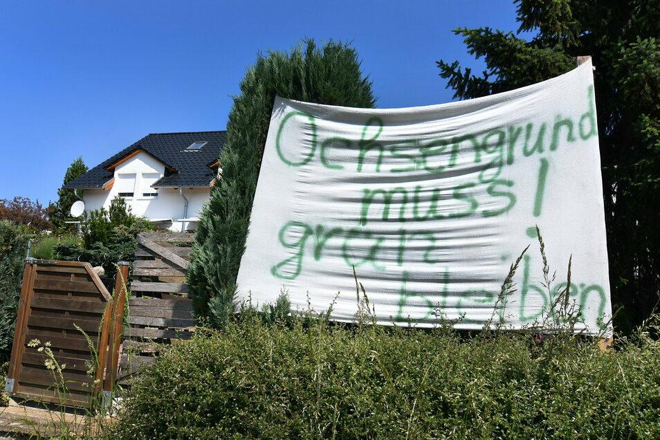 Gegen die Pläne der Stadt, im sogenannten Ochsengrund ein neues Baugebiet für Eigenheime auszuweisen, haben die Anwohner auf unterschiedlichem Weg protestiert.