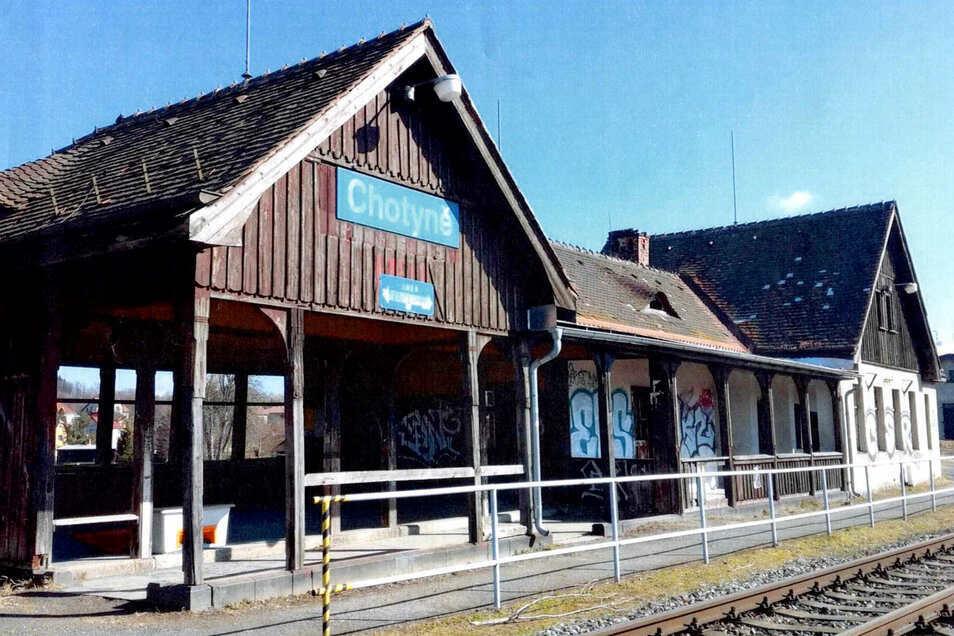 Der Bahnhof in Chotyně verfällt seit 25 Jahren. Damit soll nun Schluss sein.