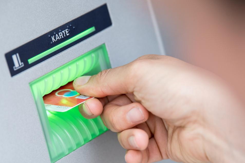 Hat eine Zittauerin die Bankkarte ihrer Tante widerrechtlich für Geldabhebungen genutzt.