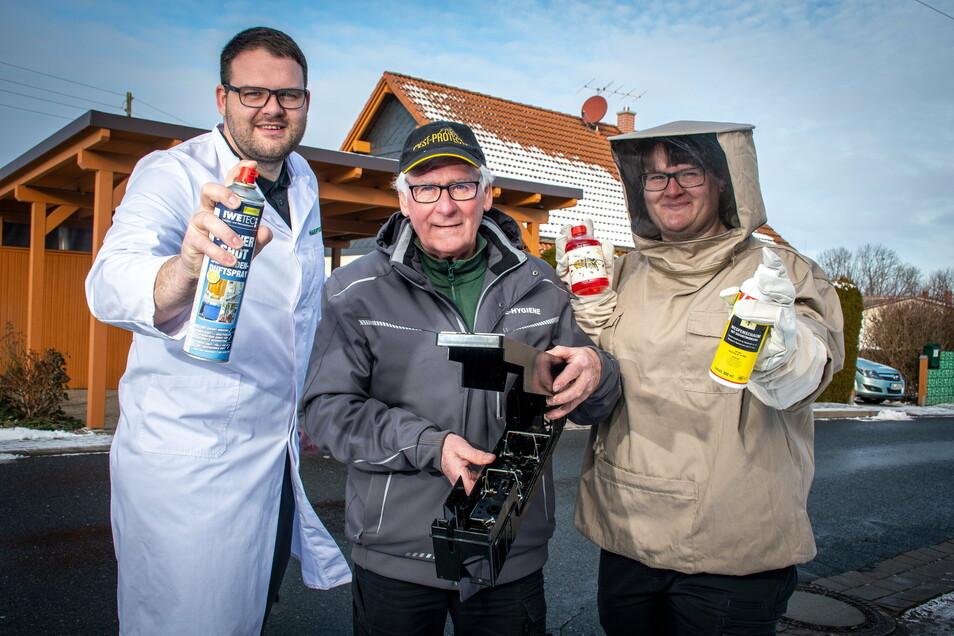 Familie Hake hat sich auf die Schädlingsbekämpfung spezialisiert. In Lebensmittelbetrieben ist der weiße Kittel Pflicht, den Alexander Hake (links) trägt.