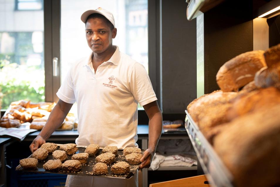 Moussa Dialle hat seine Ausbildung zum Bäcker im Dresdner Backhaus erfolgreich gemeistert.