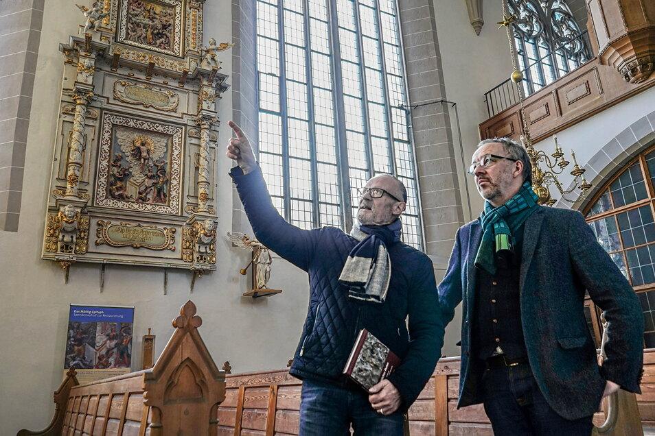 Im Bautzener Petri-Dom vergibt die Mättig-Stiftung - das Foto zeigt den Vorsitzenden Dr. Uwe Koch (l.) bei einem Gespräch mit Pfarrer Christian Tiede - während eines Festgottesdienstes am 26. September zwei Stipendien.