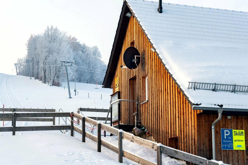 Die Liftstation am Skihang in Rugiswalde ist verwaist.