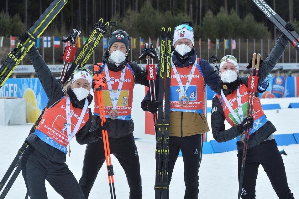 Eine Klasse für sich: Tiril Eckhoff, Tarjei und Johannes Thingnes Bö sowie Marte Olsbu Röiseland aus Norwegen bejubeln den Erfolg in der Mixed-Staffel.
