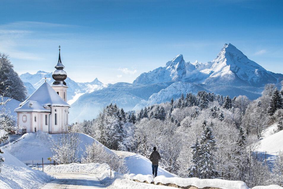Winteridylle: Maria Gern in Berchtesgarden mit dem Watzmann im Hintergrund.