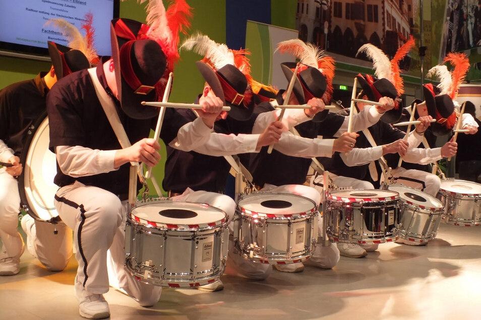 Die Trommelgruppe Hauptpunkt II des Zabeltitzer Spielmannszuges ist am 8. Dezember um 18 Uhr auf dem Weihnachtsmarkt zu erleben.