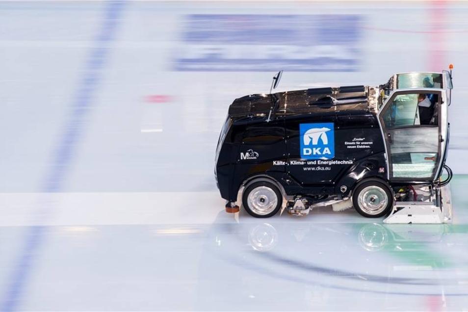 Diese Maschine richtete das Eis vor Beginn des Spiels her.