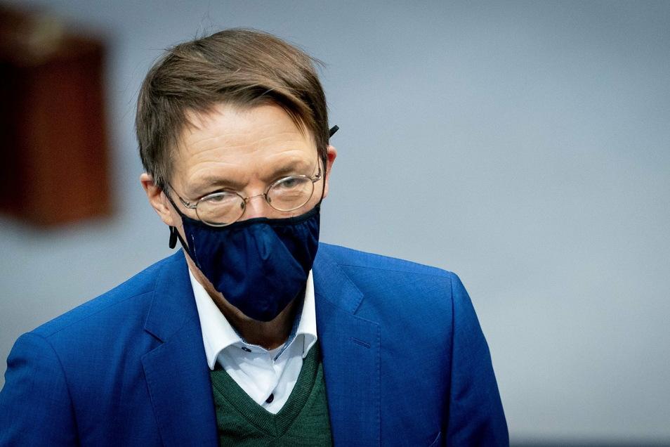 Karl Lauterbach befürchtet, dass das Wirtschaftsleben heruntergefahren werden muss - falls sich die Infektionslage nicht entspannt.