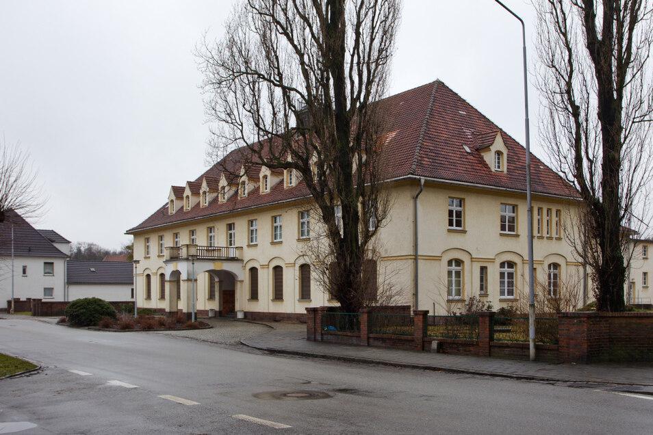 """Für die brandschutztechnische Ertüchtigung des Kulturhauses Laubusch wurde ein Teil des Preisgeldes für das Projekt """"Lausitzer Gartenstadt 2030"""" verwendet. Nun sollen möglichst weitere Investitionen vorbereitet werden."""