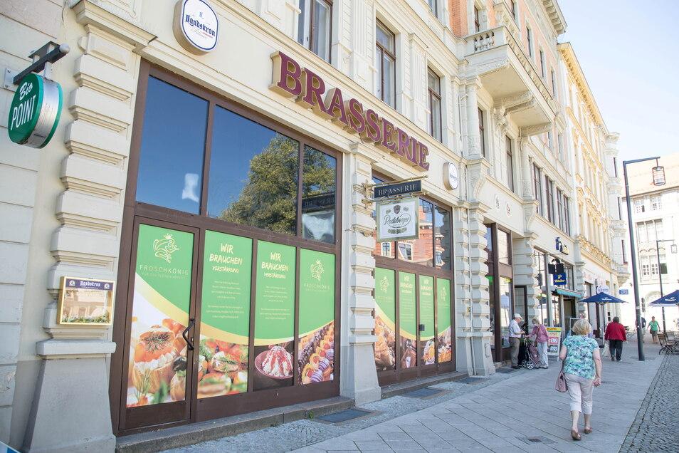 Am Görlitzer Postplatz wird aus der Brasserie der Froschkönig. Wann Eröffnung ist, bleibt unklar. Sie hängt von Lieferungen ab.