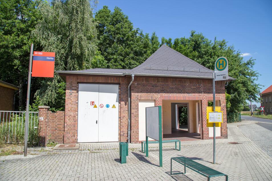 Bisher können die Fahrräder in diesem offenen Häuschen am Bahnhof Horka untergestellt werden. Das soll auch so bleiben. Zusätzlich kommen noch abschließbare Boxen dazu. Über den Standort ist noch nichts entschieden.