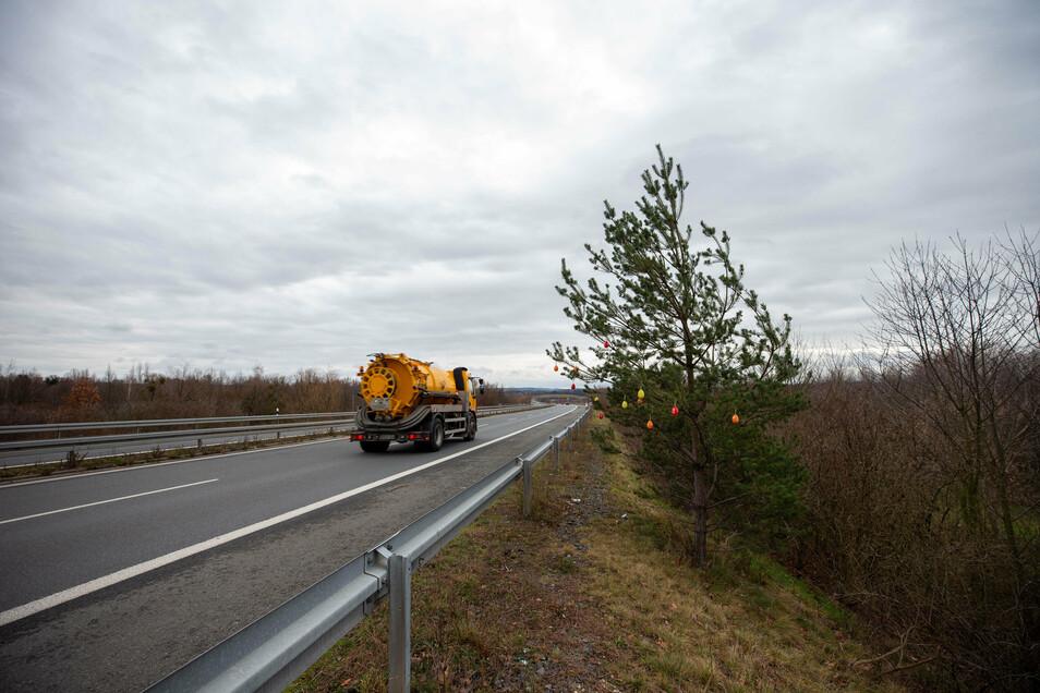 S 177 in Pirna nahe der Abfahrt Copitz: Auf 300 Meter wird der Belag erneuert.