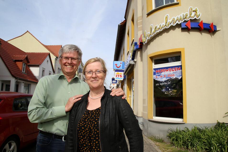 Katrin und Hubert Hille betreiben in Niesky seit 30 Jahren die Reiseagentur Niesky. Sie haben schon einige Krisen durchgestanden und wollen jetzt auch Corona überstehen.