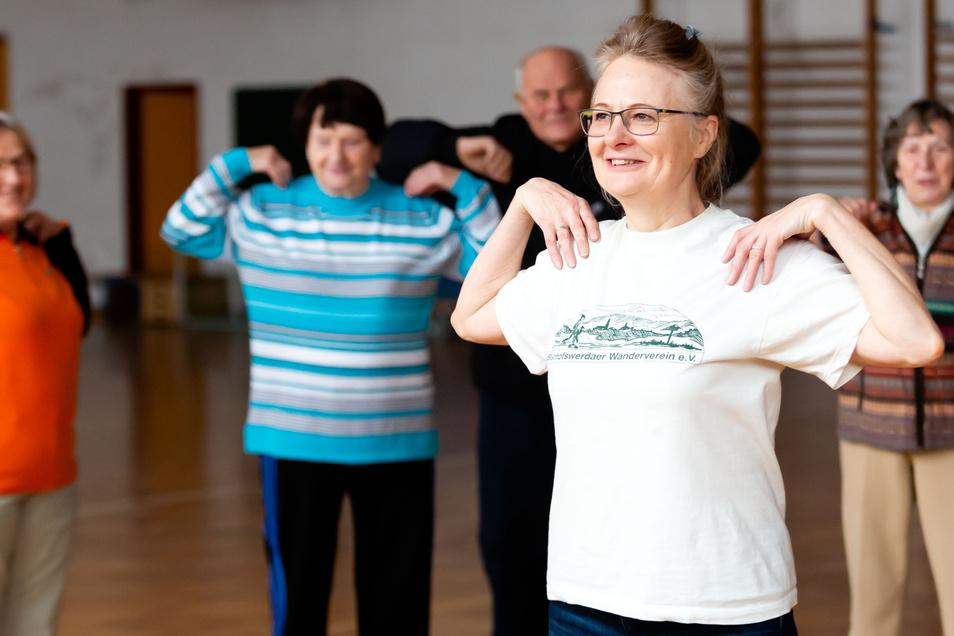 Unter Anleitung von Karin Grundmann stärken Senioren in Bischofswerda Beweglichkeit, Koordination und Gleichgewicht. Die Übungsleiterin weiß: Bewegung in jedem Alter ist notwendig.
