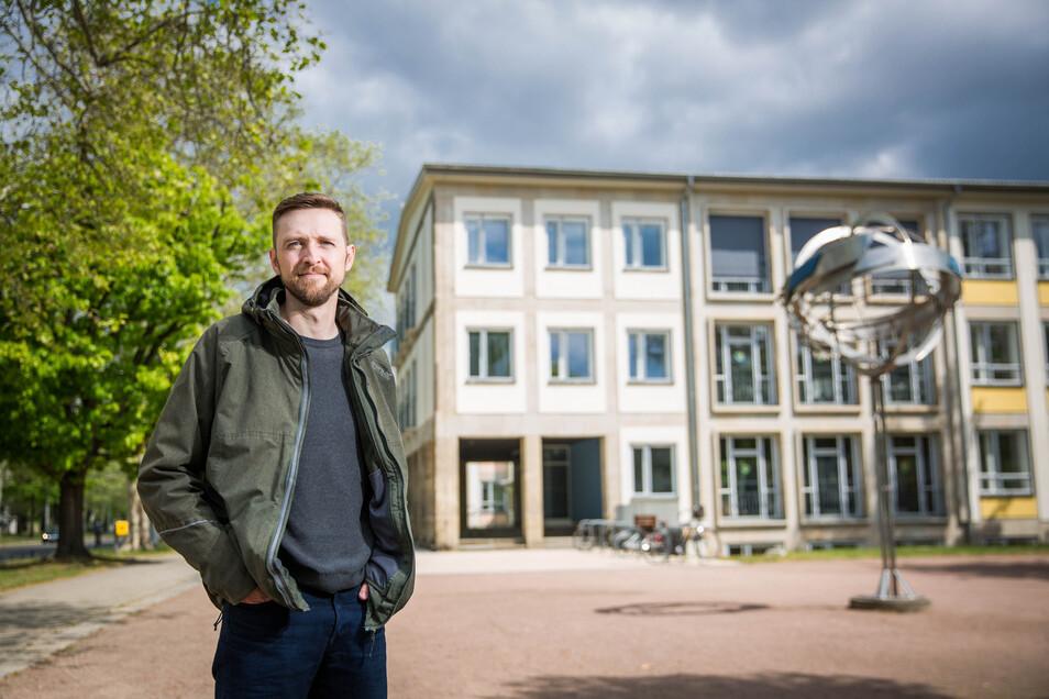 Marco Angermann ist mit den Neuregelungen des Unterrichts an der Grundschule seinen Sohnes nicht einverstanden.