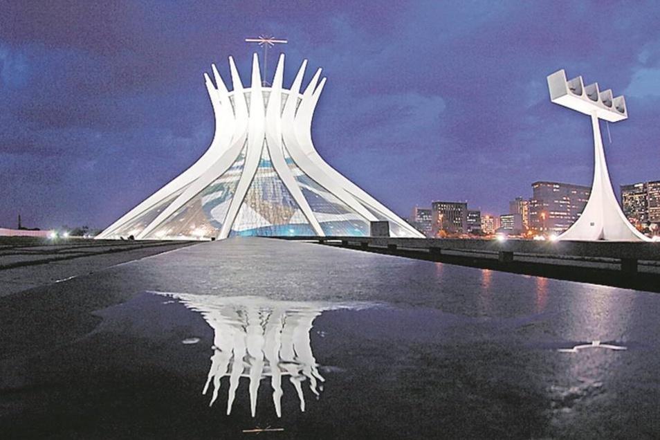 Die Kathedrale in Brasilia bietet Platz für 4000 Menschen. Die moderne Hauptstadt zählt zum Unesco-Weltkulturerbe.