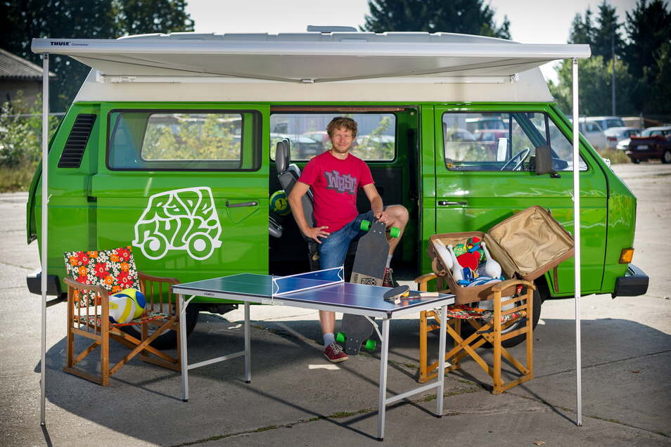 Sozialarbeiter Robert Kaiser tourt am kommenden Freitag in seinem VW-Bus mit Musikern durch Radebeul.