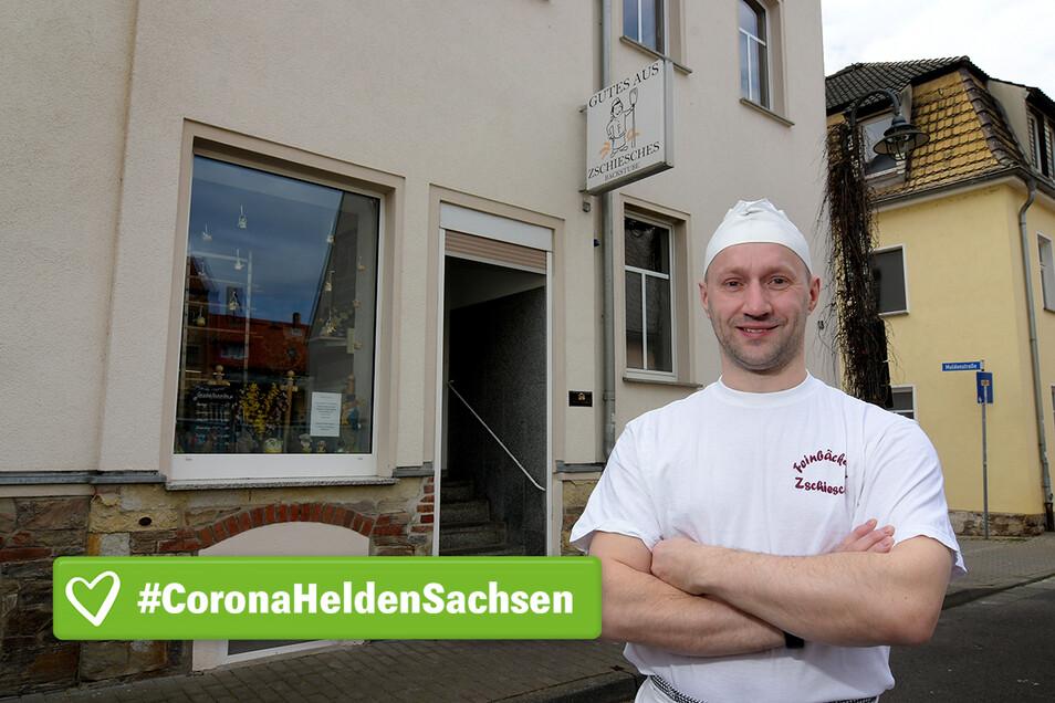 Bäckermeister Gerd Zschiesche beginnt jetzt schon zwei Stunden früher mit der Arbeit in der Backstube an der Roßweiner Stadtbadstraße. Das ist notwendig, um Produktion und Verkauf voneinander zu trennen.