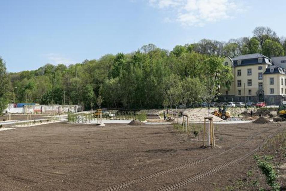 Noch im April sah es auf der Fläche für den Park so aus. Inzwischen ist er fertig.