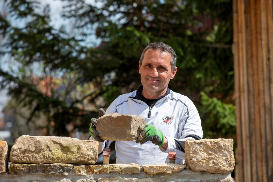 Luis Mendes hat sich Ende März 2021 selbstständig gemacht. Der Braunsdorfer möchte sich im Garten- und Landschaftsbau verwirklichen. Helfen soll dabei seine 20-jährige Berufserfahrung.
