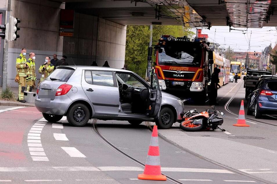Dieser Unfall behinderte am Donnerstagnachmittag den Verkehr zwischen Dresden und Radebeul.
