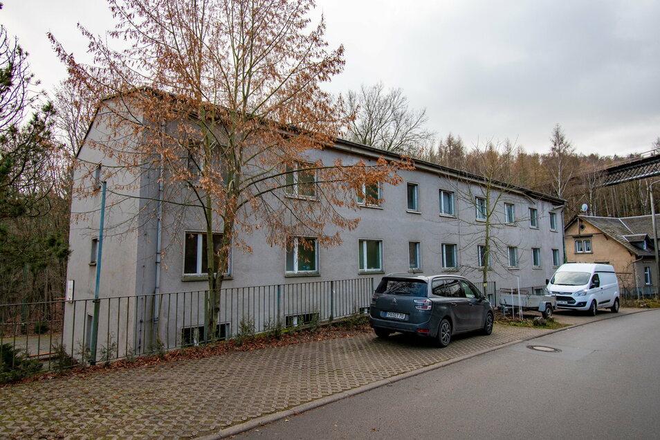 Das ehemalige Bettenhaus am Lindenhof an der Mittweidaer Straße in Waldheim soll abgerissen werden. Bis Ende 1994 übernachteten dort noch die Teilnehmer von Schulungsseminaren der Post. Seitdem steht es leer.