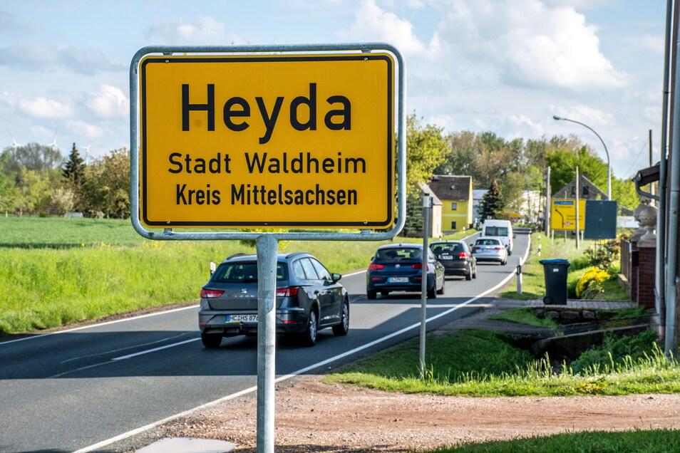 Für die Anwohner in Heyda bringen die rund 10.500 Fahrzeuge pro Tag eine enorme Belastung durch Lärm und Abgase mit sich. Deshalb soll die B169 in diesem Bereich verlegt werden.