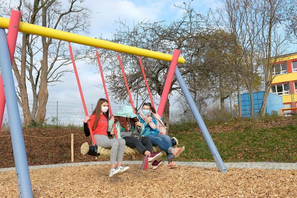 Gemeinsam statt einsam – das Schulkonzept wurde auch in den Spielgeräten umgesetzt. Die Schüler freut es.